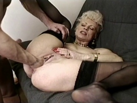 Fist fucking anal pour une mature